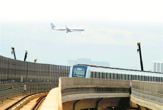 """图文:机场线开启""""赶飞机不堵""""模式"""
