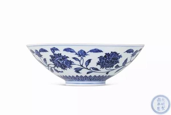 明宣德 青花缠枝芍药内模印笠式碗 RMB 5,117,500