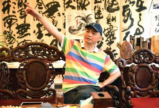 至于此前微博里提到的一抽屉合同,崔永元表示,他会在适当的时候拿出来、配合调查。