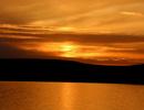 日落时分金色的呼伦湖