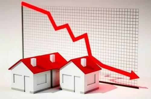 与之相比,二手房价格所受限制较少,被认为更能代表市场的真实水平,因为开发商由于成本刚性、销售策略等,会把一手房房价维持在一定价格水平上,而二手房的供应者是个人,提供的市场信息敏感度更高,特别是一些一二线热点城市,二手房成交量占比已经市场过半,二手房价格对市场房价的反映更加真实。