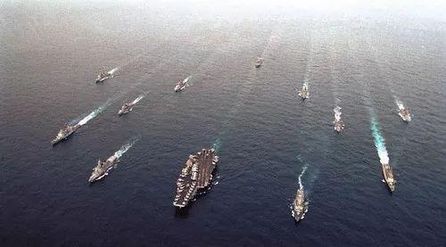 材料图片:美国航母编队在亚太炫耀武力。