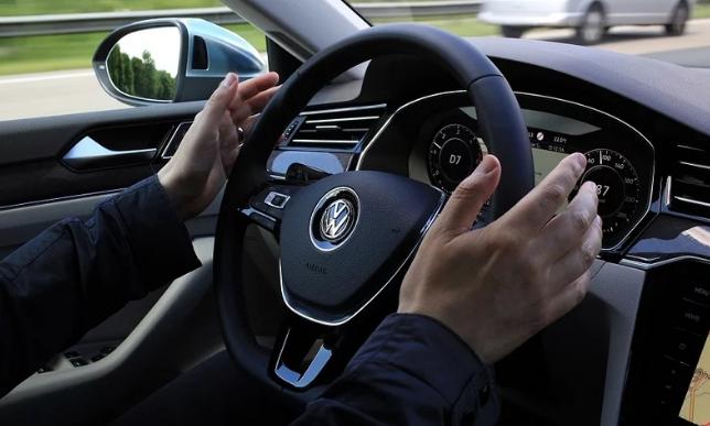 盖世汽车讯 大众汽车和宝马仍愿意与全球更多汽车制造商和软件供应商合作,共同承担开发自动驾驶汽车的高昂成本,以促进这一新兴技术的规模经济。自动驾驶汽车将在未来移动出行领域发乎关键作用。