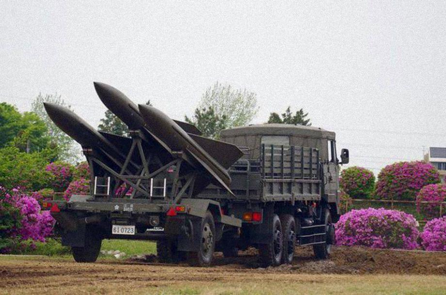"""""""霍克""""导弹最大飞行速度2.5马赫,有效射程40公里,使用破片摧毁型弹头。"""