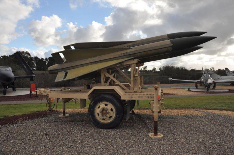 日本自卫队也装备有霍克导弹,此外还有03式中程地空导弹、爱国者导弹等防空系统。图为陈列在美国海军陆战队博物馆中的霍克导弹。