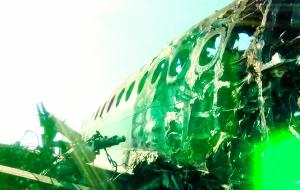 41人遇难 俄客机为何迫降起火                                                  俄罗斯国际航空公司23年来首次发生致命空难,机上78人中37人生还