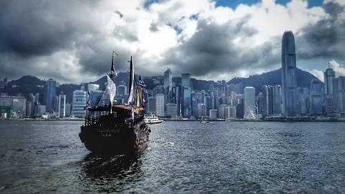 风云突变,一个时代落幕了!香港再无地产大佬,未来也绝不再有