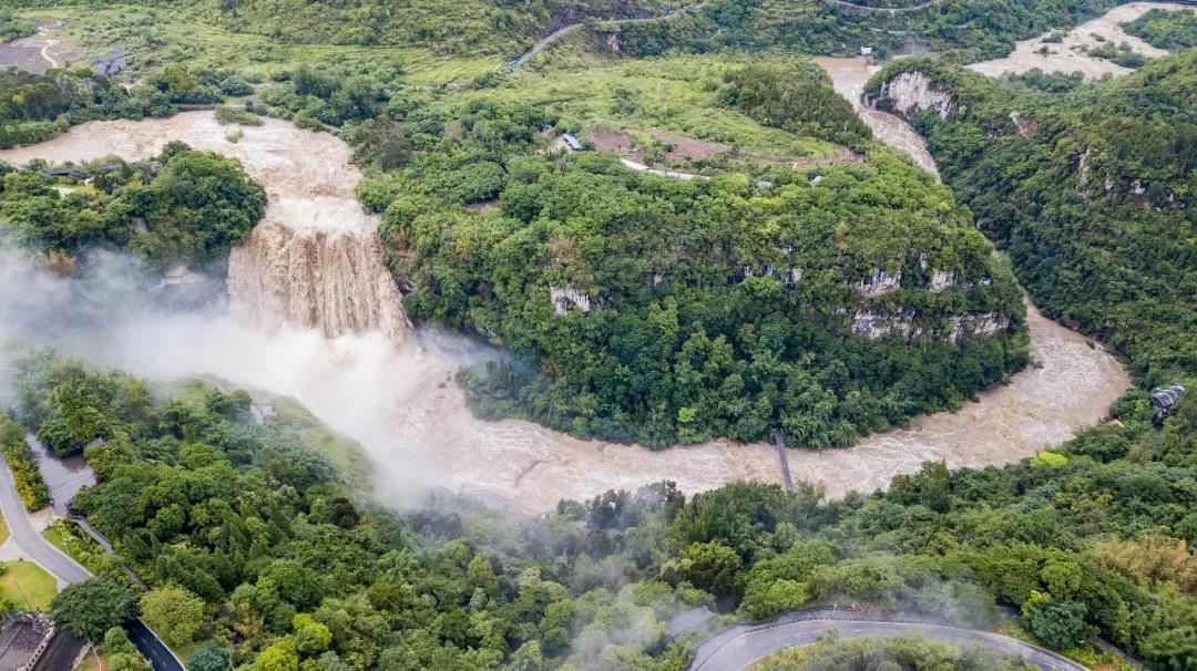 近日,江西吉安多地展现强降雨天气,吉安市吉安县片面乡镇水位暴涨,多处受灾,群多被困水中。当地快捷启动防汛IV级反答,开展抢险声援,积极拯救被困群多。