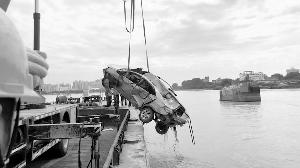 第2辆落水车辆打捞出水                                                  未发现失联人员