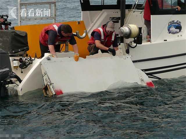 2014年3月8日,马航MH370客机在从吉隆坡飞往北京的途中失联,随后多国展开了大规模搜救行动,但迄今为止一直未发现客机下落。有很多人猜测机长扎哈里是因为感情问题进而绝望自杀,他刻意避开了雷达。
