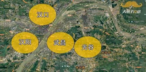 虽然武汉分了13个辖区,但依然带着武汉三镇的底色,现在的老汉口中心、老汉阳中心、老武昌中心是陈旧且臃肿的老城区,虽然拆得动,但是也拆得慢。