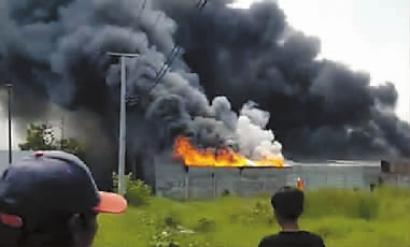 印尼一打火机厂爆炸起火致30人死亡