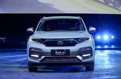 作为一款精锐时尚SUV,全新XR-V在动力总成、造型设计和智能科技等领域实现多重进化,新增闪烈黄、丹宁蓝全新外观色,绚丽多彩,时尚领潮,在双排气管、熏黑部件的映衬下,更显活力十足;Honda SENSING安全超感、Honda CONNECT智导互联等配置强力加持,彰显先端科技与智能。成为了一款集更科技的智能装备、更时尚的造型、更自如的驾控体验于一身的自信之作。它将继续引领小型SUV市场潮流,成为助力年轻人探寻未来的绝对潮动力。
