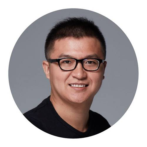 帅初Qtum量子链联合创始人曾分别于2017和2019年入选《福布斯中国》及《福布斯亚洲》30位30岁以下杰出青年。帅初在中国科学院攻读博士学位时就已投入到区块链研究,曾就职于阿里巴巴,成为了中国最早的区块链技术布道者之一。目前担任全球最有影响力的区块链开源平台之一Qtum量子链的联合创始人,过去7年间一直致于区块链技术的发展和创新,通过技术构建全新Qtum商业生态帮助区块链技术早日走向主流商业社会。帅初自2012年投身区块链行业以来,作为行业内早期技术研究者与创业者,对区块链底层技术以及商业应用,生态建设等都有着深刻见解,曾以区块链技术专家的身份接受过诸如CGTN、CNBC、人民日报、纳斯达克以及TechCrunch等全球知名主流媒体的专访。
