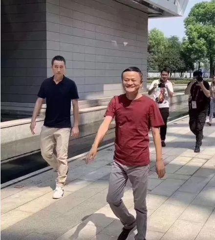 马云:不做阿里董事长不等于退休