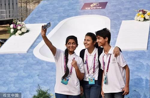 2017年世界厕所日,全球最大厕所模型在印度公开。