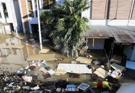 """60年最强台风袭击日本!惊涛骇浪似灾难片,新干线""""泡澡"""",核辐射垃圾冲入河中"""
