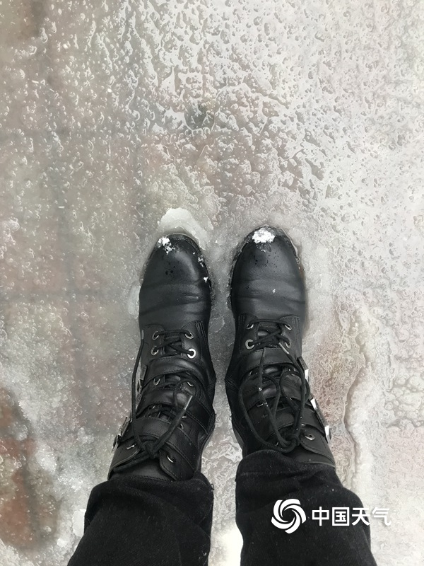 黑河迎来今年下半年首场暴雪 部分路段雪深10厘米
