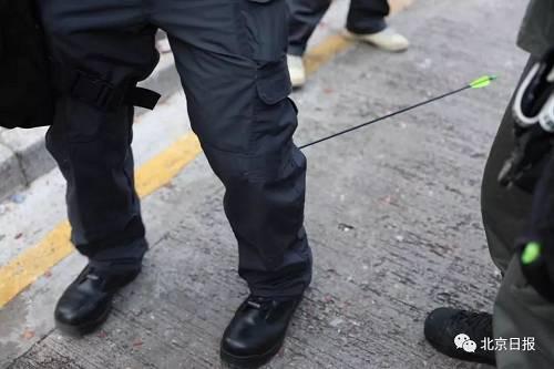 受伤警员当时正进行传媒联络的工作,当时附近有大批传媒正在采访,此等攻击行为对在场所有人构成严重生命威胁。