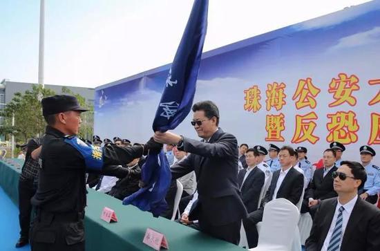 广东珠海公安在港珠澳大桥口岸举