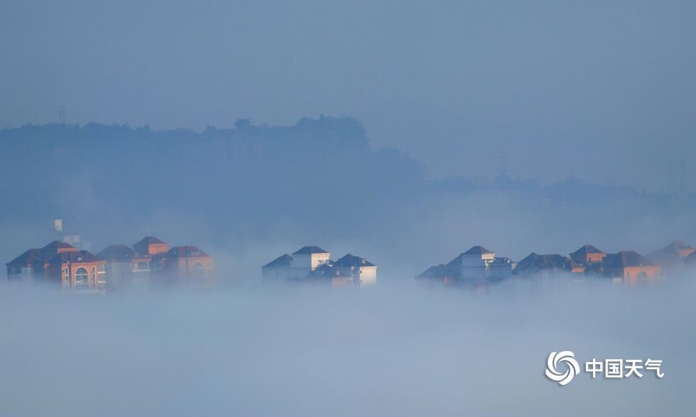 四川广安大雾弥漫 宛如仙境