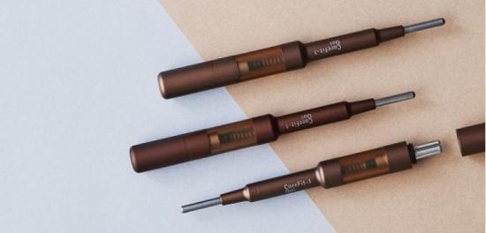 """日本已经有美容品牌推出了一款笔形""""美容仪器face pointer,不仅体积更小,创意上也很高分。以小编之见,未来这样的产品会越来越多,越来越热。"""