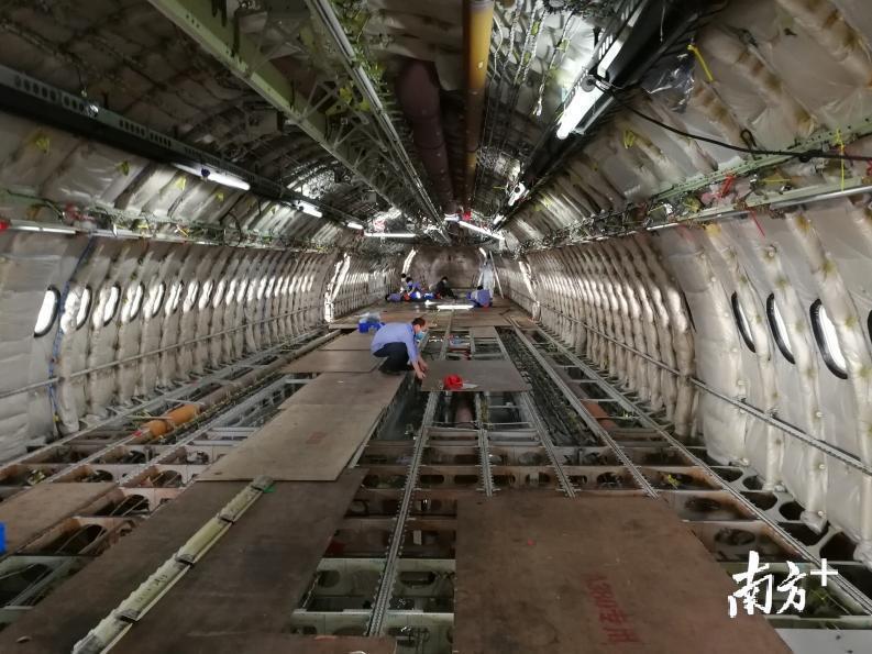 广州工商注册局白云机场:开复工包机绿色通道 免除防疫物资航班费用