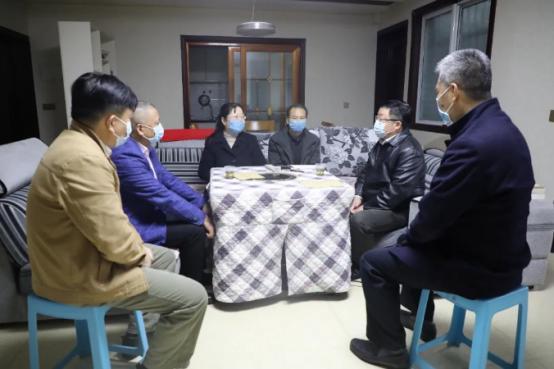 """王焱刘大能慰问茅台""""反走大夫""""胡雄飞家属"""