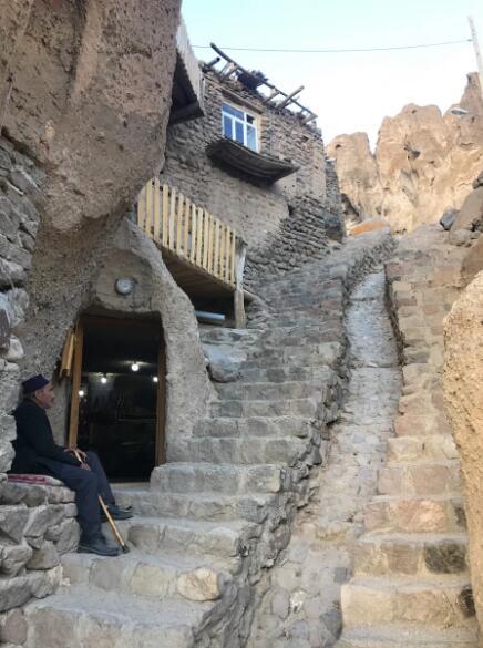 坎多万村的岩洞乡下 雄厚的人文景不悦目也是美不胜收