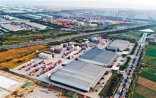无人机拍摄的中国(上海)解放贸易试验区临港新片区一角。 丁 汀摄(新华社发)