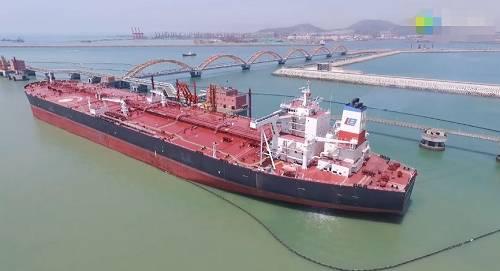 一艘超大型油轮,视频截图