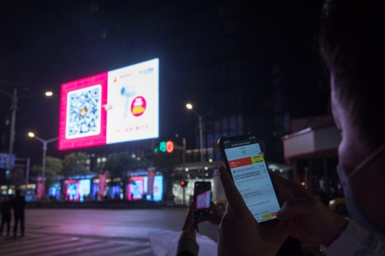 """""""苏宁第一店""""开业销售2亿,提振消费不只看""""口红经济"""""""