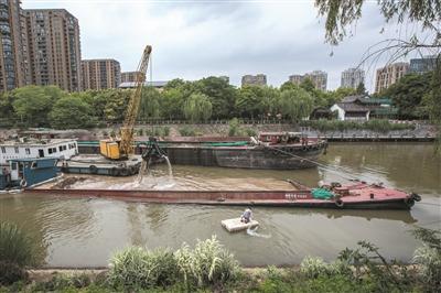 运河市区段一货船沉没 船上装着600吨黄沙