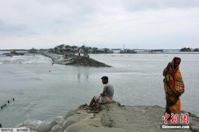 """气旋风暴""""安攀""""袭印度和孟加拉国 已致95人死亡"""