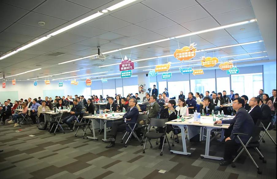"""中国绿公司年会首创""""产业导师闭门课"""""""