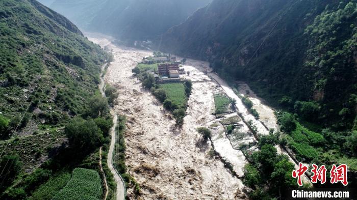 """四川丹巴""""6・17""""山洪泥石流灾害:堰塞湖上游水位持续下降"""