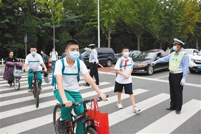 北京首批六个年级59万中小学生开学