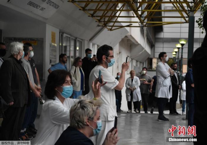 """希腊首都疫情橙色预警 专家称离封锁仅""""一步之遥"""""""