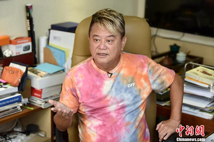 艺人陈百祥获颁铜紫荆星章:只要不犯法 香港给你最好的机会