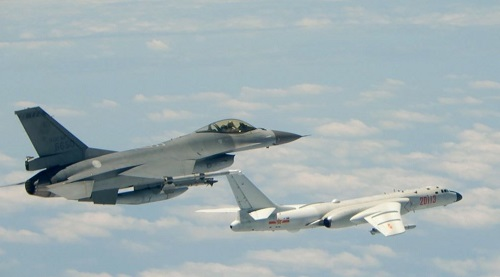 路透:解放军军机天天飞台湾近海准备拖死台军 采用灰色战略让对方崩溃
