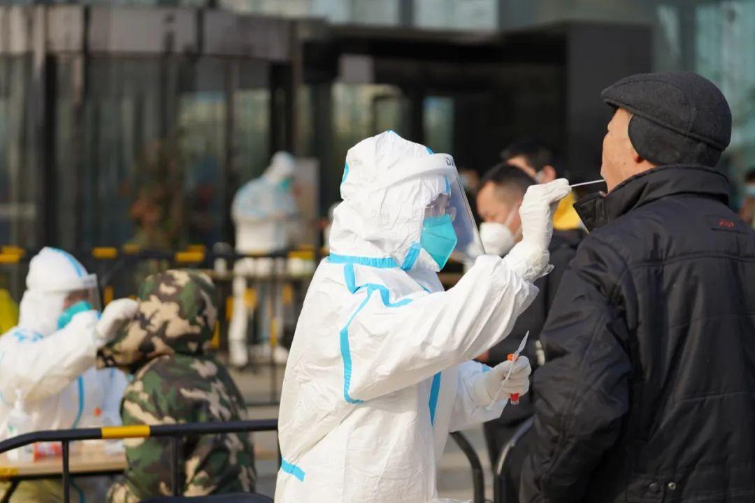 最新!北京新增5例本地确诊,4例在同一园区上班,1例为商超员工,一出租车司机为无症状感染者