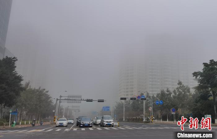 大雾锁椰城 琼州海峡交通管制