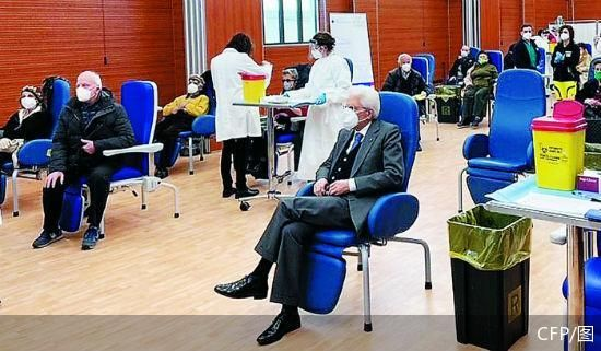意大利新冠死亡病例超10万 总统完成首剂疫苗接种
