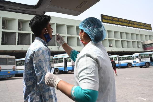"""印度发现""""双重突变""""变异新冠病毒,印卫生部:与病例激增无关"""