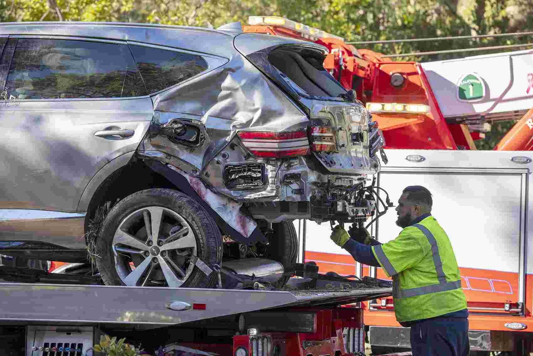 """错把油门当刹车?""""老虎""""伍兹的车祸原因公布了:弯道时速135到140公里,没有刹车迹象..."""