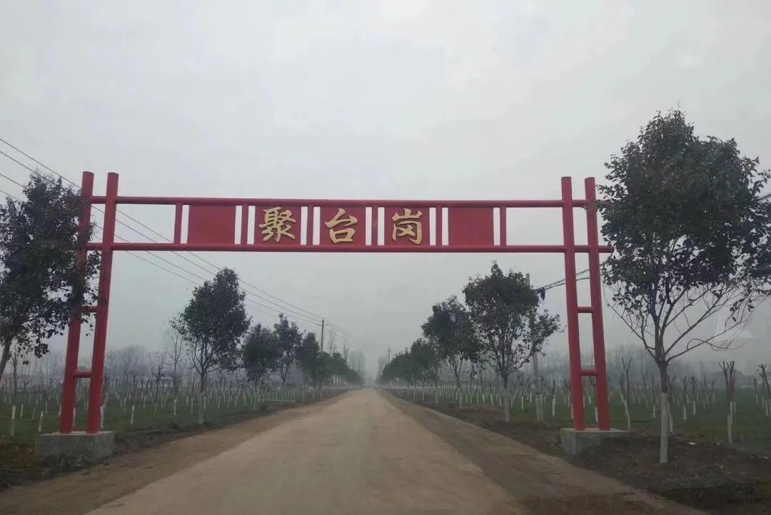 出身农村,8个月时母亲去世,成为半个孤儿,61岁成中国首富