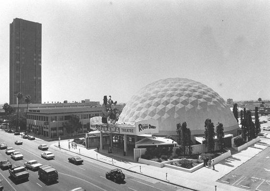 疫情重创美国电影行业!影院挣扎求生:加州两家连锁影院永久关闭,好莱坞圆顶剧院也关门了