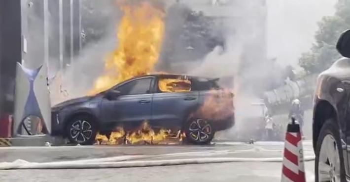 一辆小鹏G3在充电桩自燃起火,年初刚召回13399辆