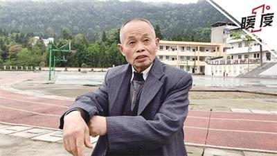 黄国平小学老师曾捧西瓜家访 不让孩子辍学