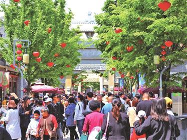 """""""五一""""青岛重点商业步行街营业额超1.2亿元"""